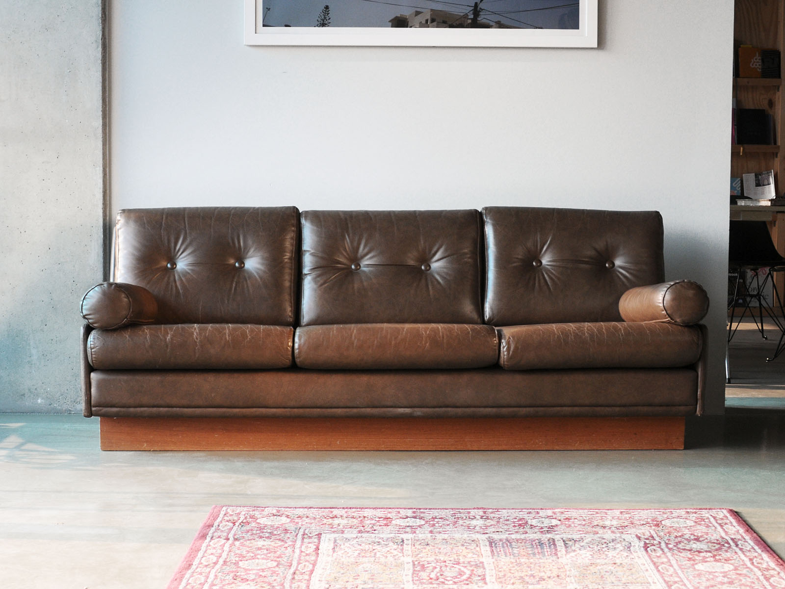 Cool Couch Cool Vintage 70th Leather Couch E Linkedlifescom