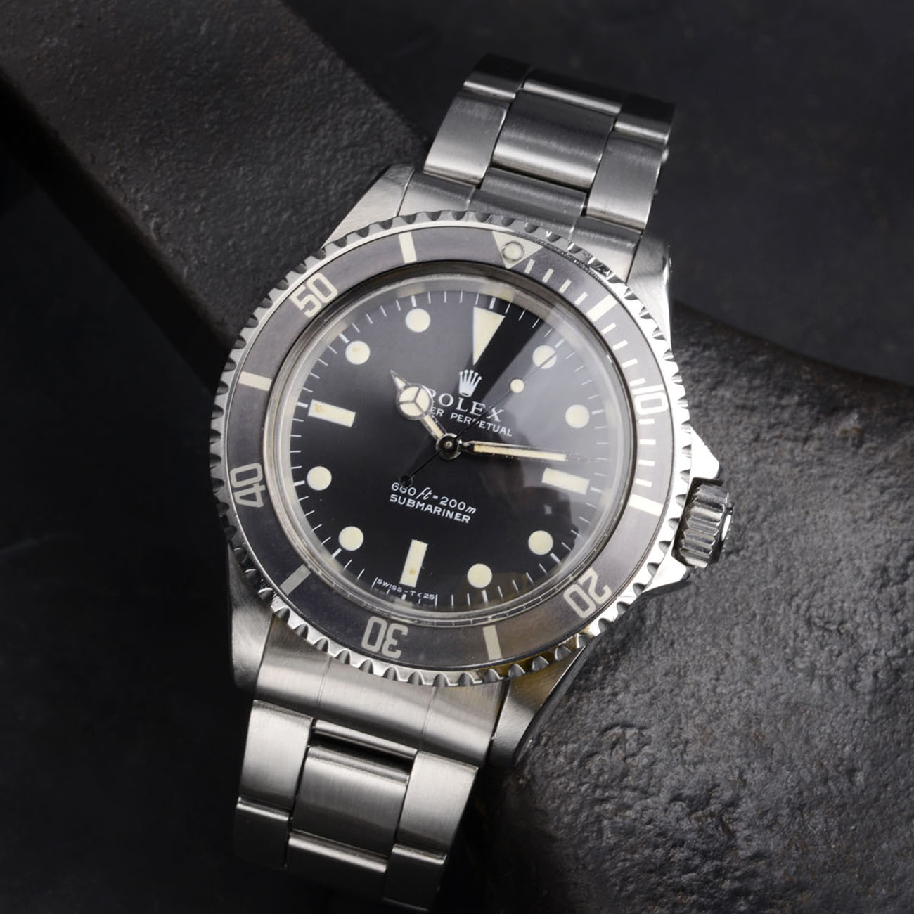 Vintage Rolex 5513 Submariner Love - Article at Bulang and Sons - Non Serif Dial
