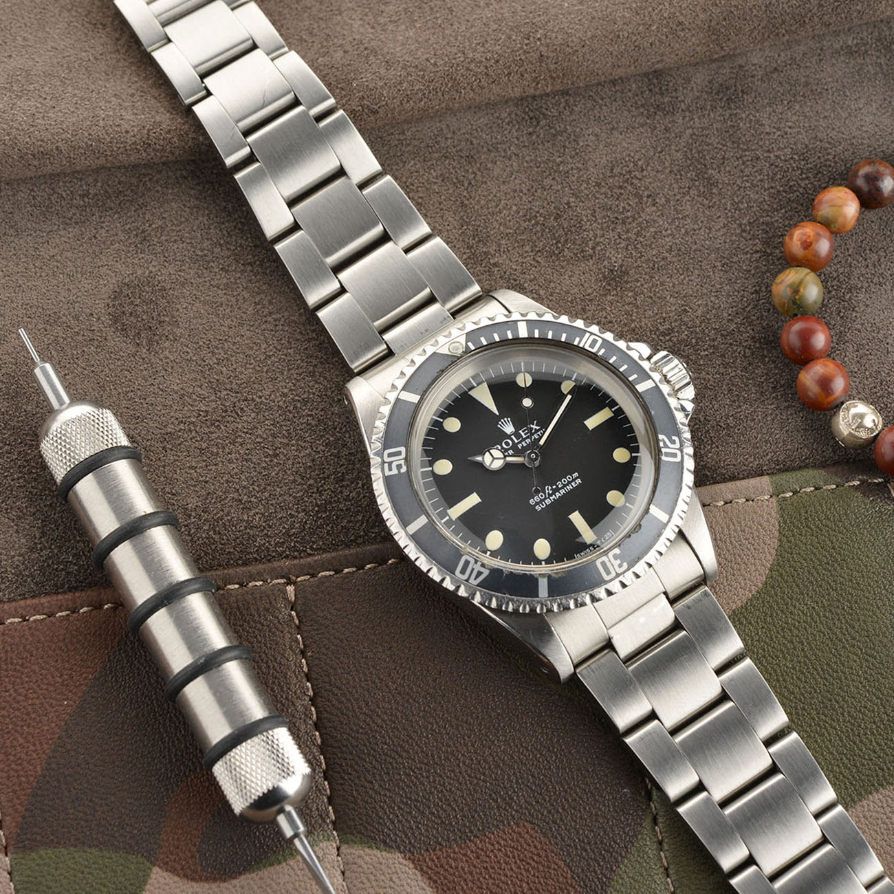 Vintage Rolex 5513 Submariner Love - Article at Bulang and Sons - Serif Dial